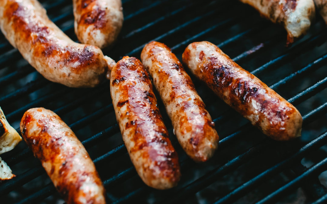 Barbecued jumbo sausages with tomato relish